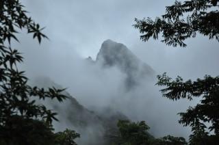 2013/05/19 雲間からモッチョム岳、屋久島にて